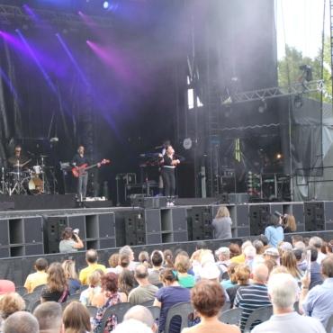 CAMÉLIA JORDANA en concert au festival Pau Music Live 1ère édition, en marge de la Foire de Pau 2021. Un festival programmé par Y A D'LA JOIE PRODUCTIONS